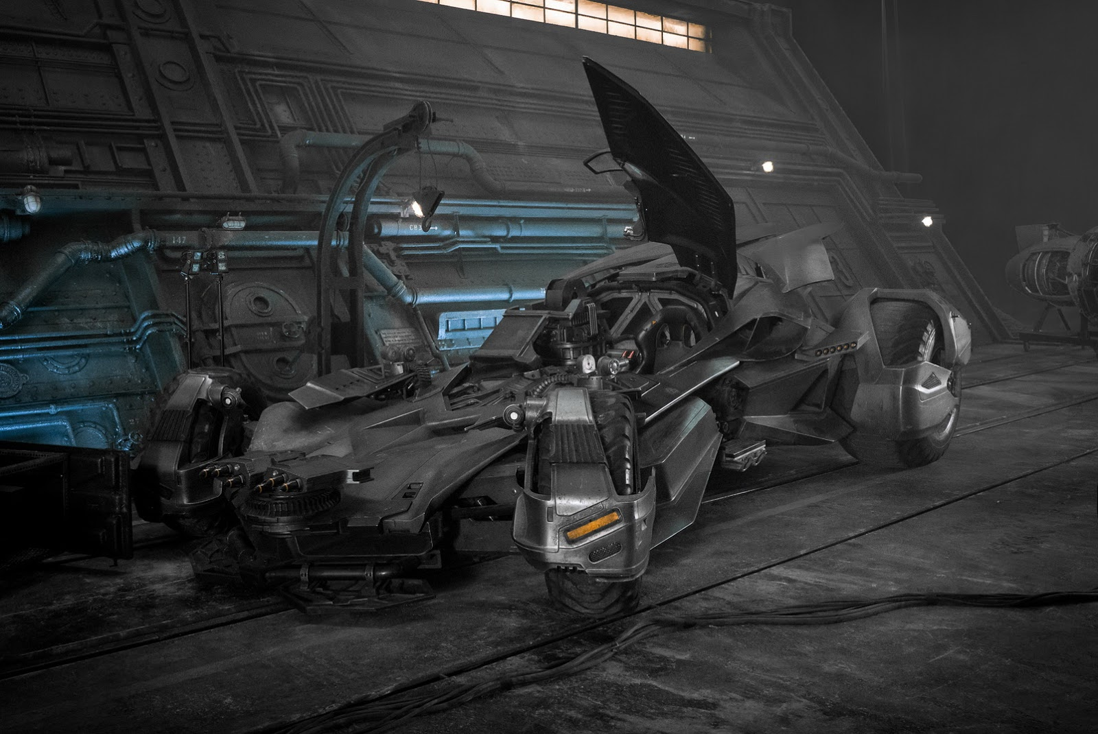 justice-league-upgraded-batmobile-1.jpg