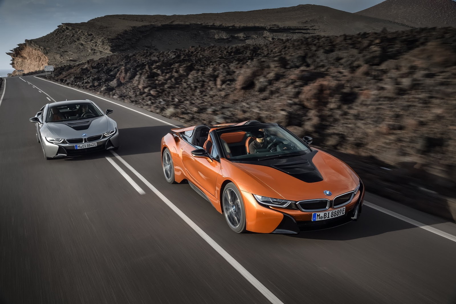 2019-BMW-i8-Roadster-Coupe-37.jpg