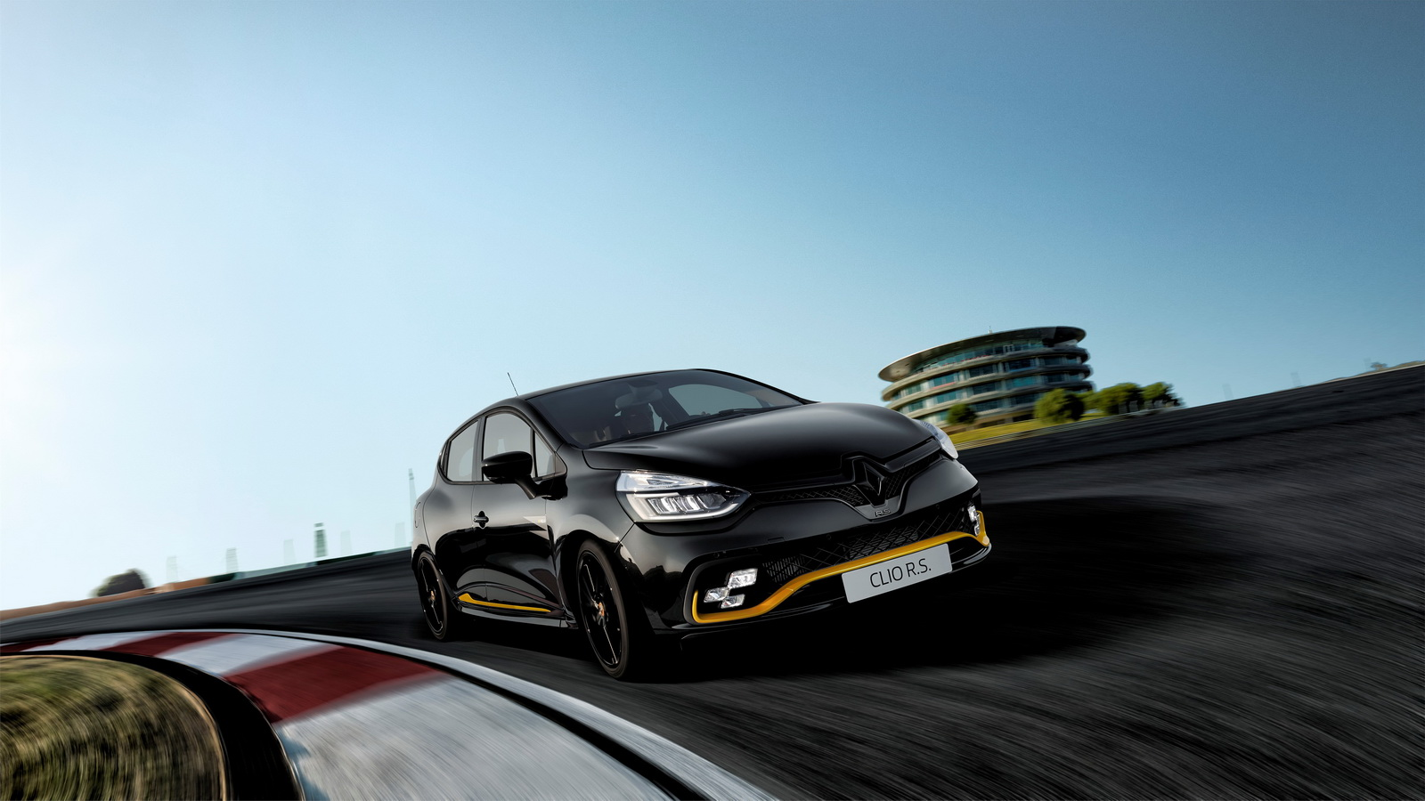 2018-renault-clio-rs-18-limited-edition-2.jpg