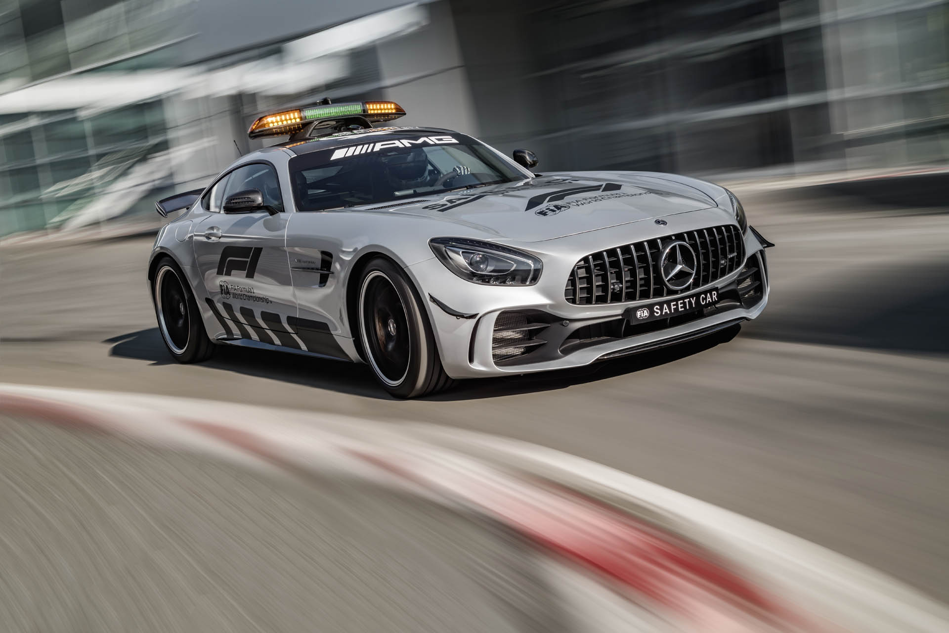 mercedes-amg-gt-r-f1-safety-car-01.jpg