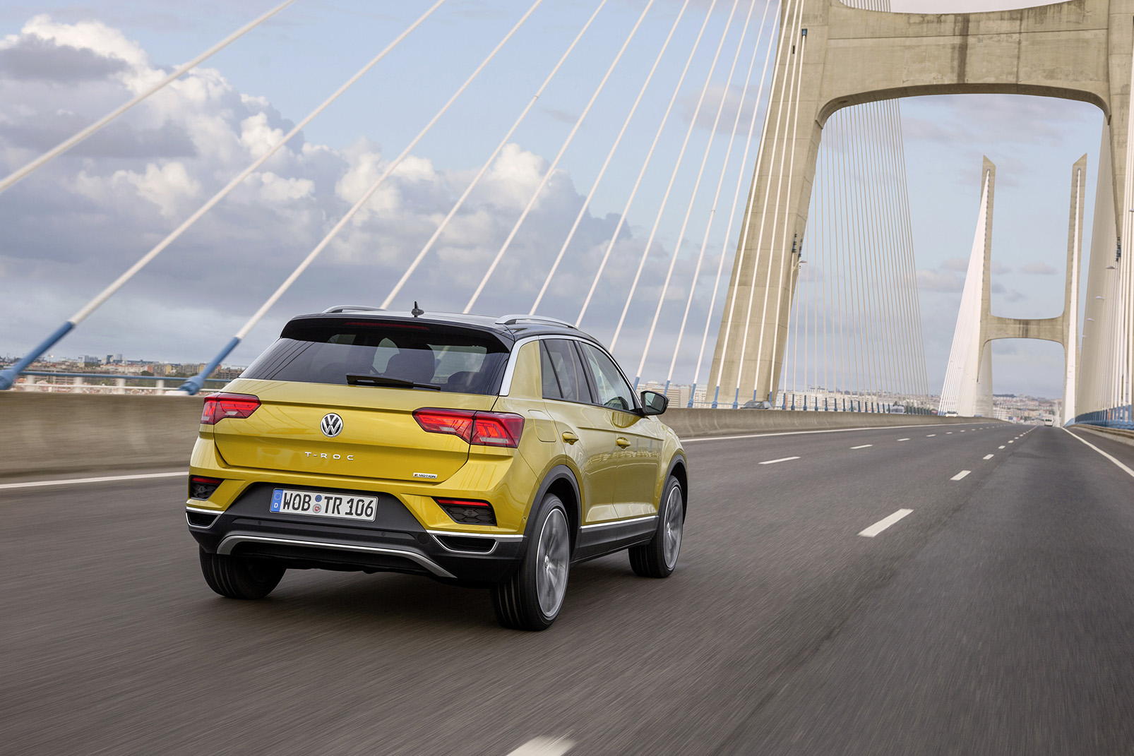 Volkswagen T-Roc_19_out 2017.jpg