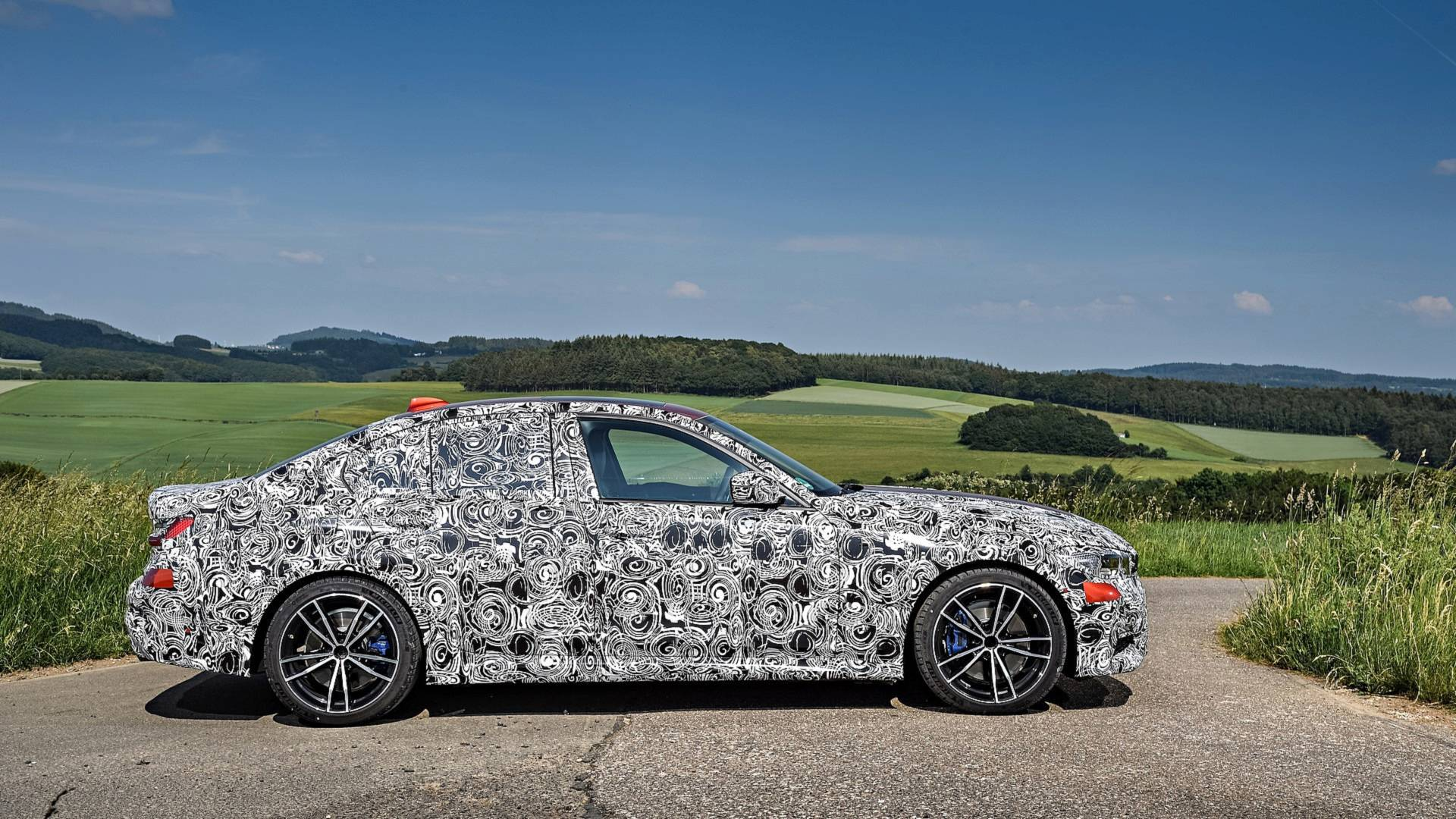 2019-bmw-3-series-teaser (8).jpg
