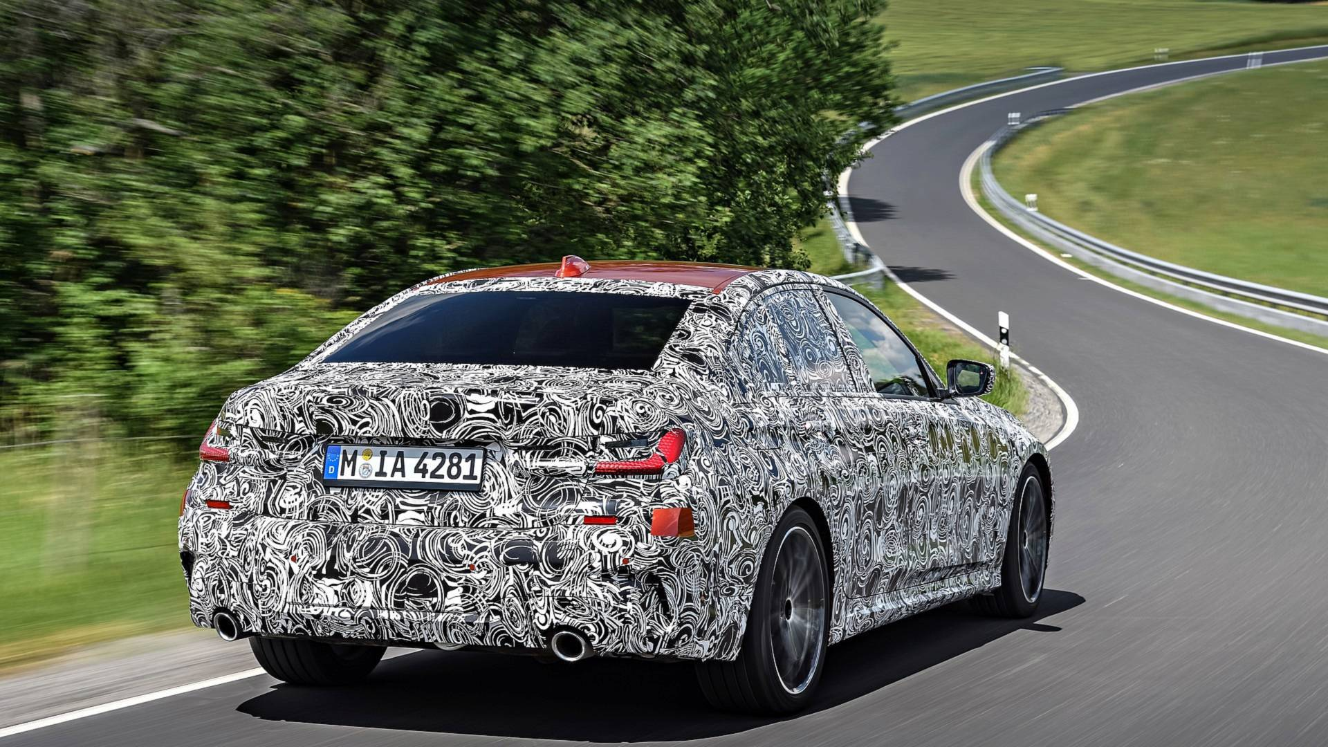 2019-bmw-3-series-teaser (9).jpg