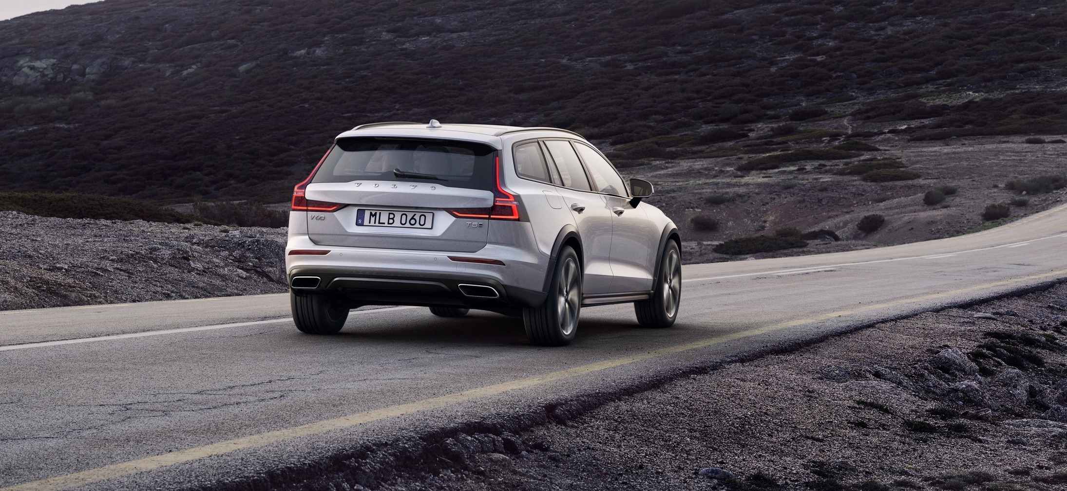 volvo_v60_cross_country_1.jpg
