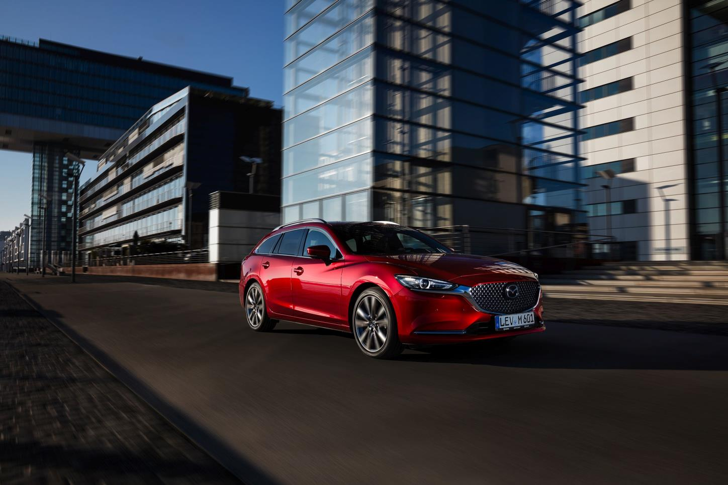 NEW_MAZDA6_ACTION_WGN_2.jpg