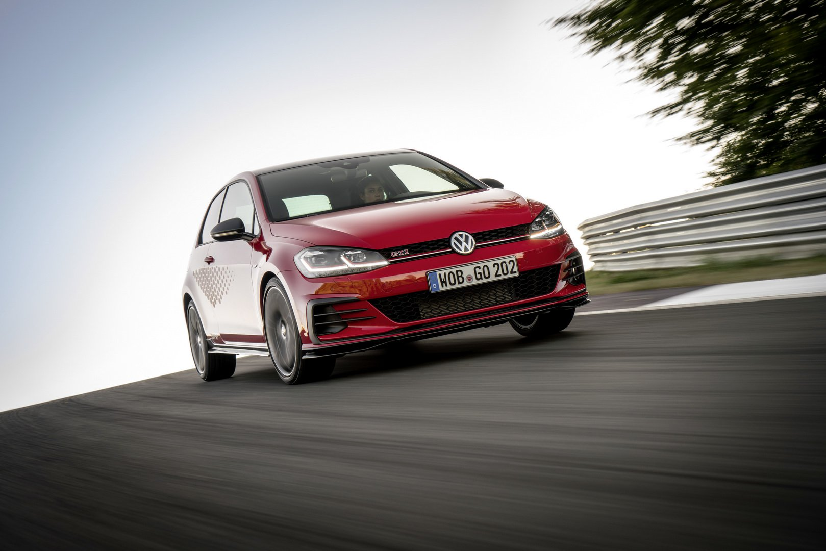 2020-vw-golf-gti-tcr-1.jpg